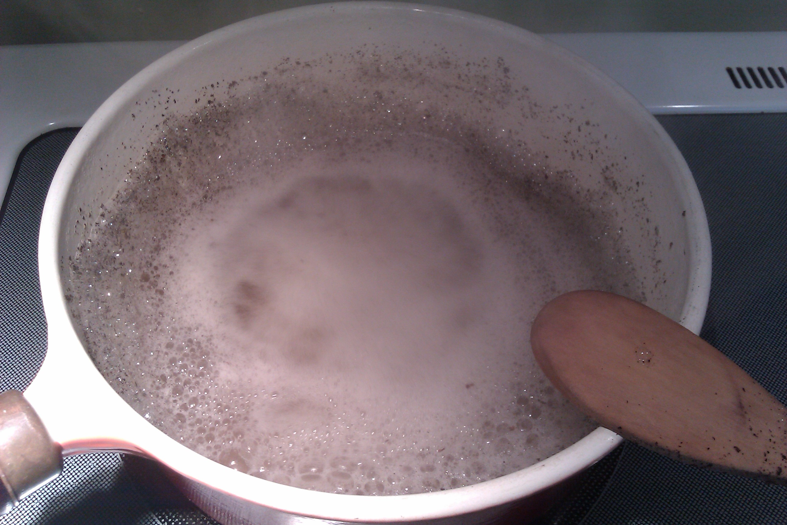 Pot boiling with baking soda and water